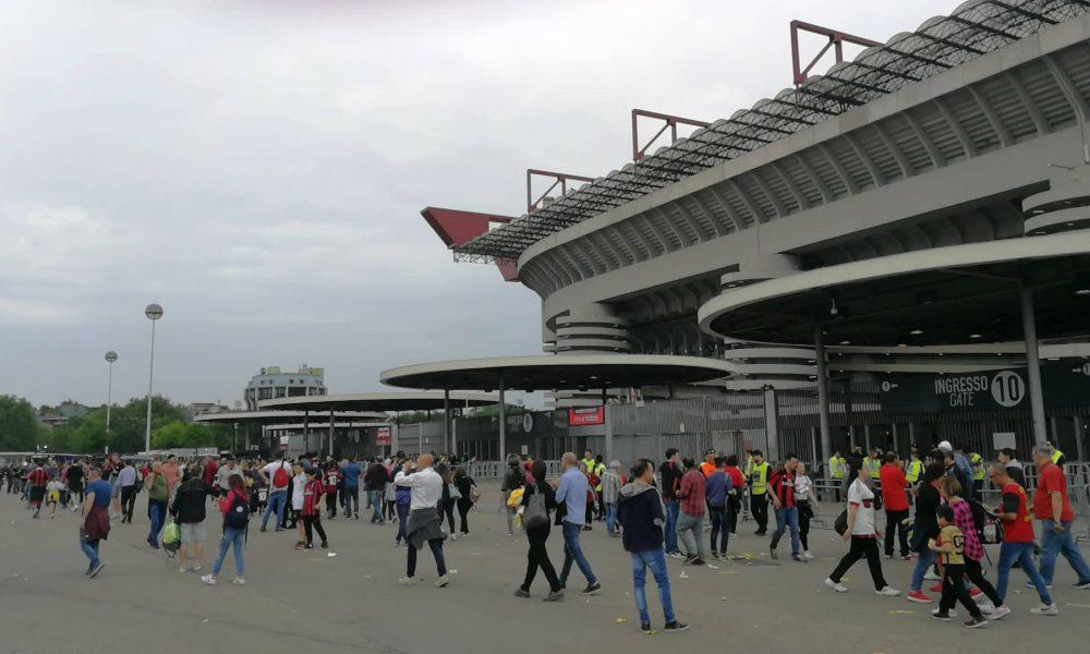I tifosi in attesa di entrare a San Siro - Milanpress, robe dell'altro diavolo