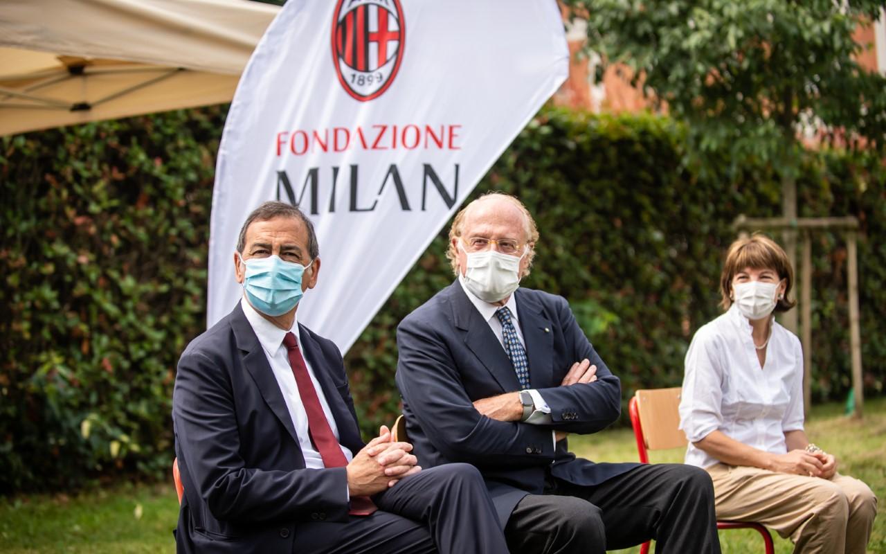 Il Sindaco di Milano, Beppe Sala, e il presidente del Milan, Paolo Scaroni (Credit Foto: LaPresse/AC Milan)